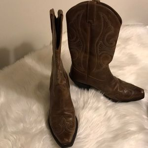 Ariat brown roundup western boots size 8